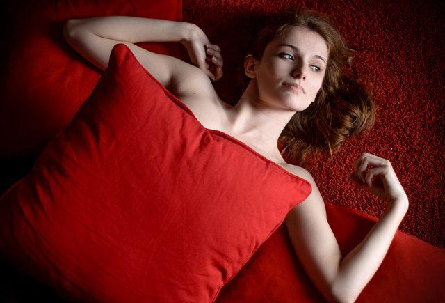 4373cdff4972e من الأمور التي تسبب الحرج لدى معظم النساء و تمتنع عن التحدث بها أو حتى حلها  نتيجة الخجل و الإحراج، هي مشكلة البرود الجنسي أو ضعف الرغبة الجنسية.