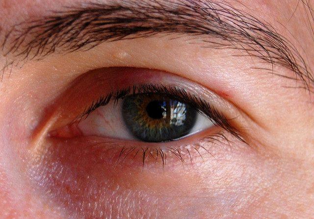 الخطوات الإسعافية لعلاج إصابات العين كبسولة